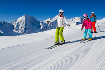 Fototapete - Skiing, winter, ski lesson - skiers on mountainside