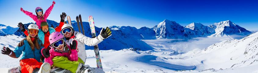 Wall Mural - Ski, snow, sun and winter fun - happy family ski team