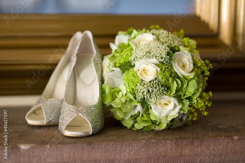 свадебное платье девушка туфли осень без смс