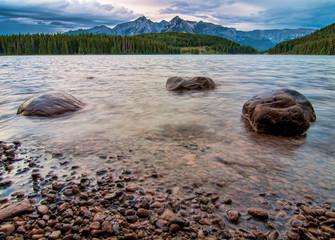 Fototapete - Mountain Peaks with Three Rocks in Lake