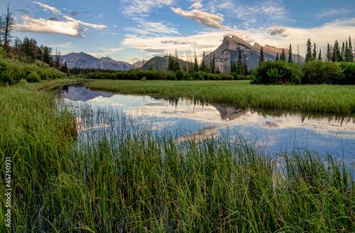 Fototapete Vermilion Lakes Marshland With Mountain Reflection