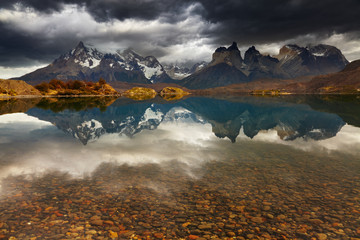 Wall Mural - Lake Pehoe and Cuernos mountains, Patagonia, Chile