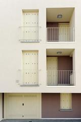 facciata palazzina con garage