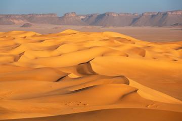 Dunes y rocks in the desert