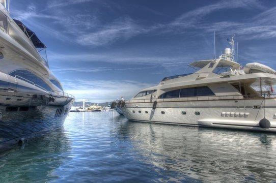 Yachts de luxe à St Tropez