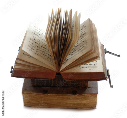 Livre Ancien Ouvert Sur Une Pile Stock Photo And Royalty