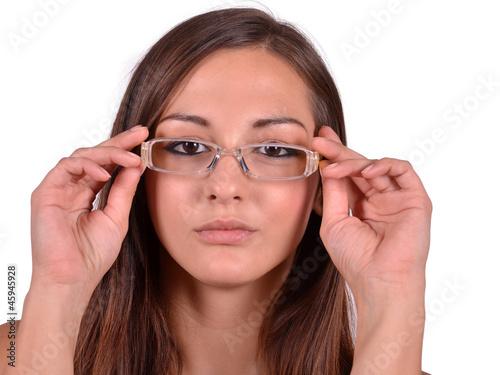 Heie junge Rothaarige mit Brille Sandy masturbiert in