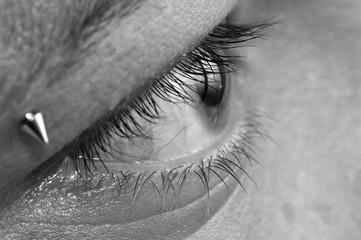 occhio piercing