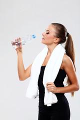 Beutiful fitness woman drink water