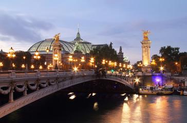 Pont Alexandre III at dusk . Paris Fototapete