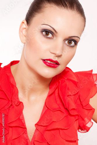 junge sch ne frau mit roten lippen und rotem oberteil stockfotos und lizenzfreie bilder auf. Black Bedroom Furniture Sets. Home Design Ideas