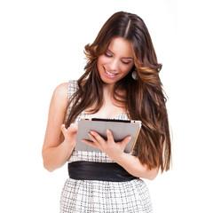 junge brünette Frau mit Tablet Computer