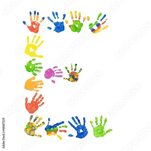Buchstabe E aus bunten Kinderhänden (Foto-Collage)\