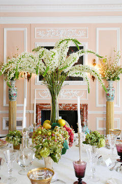 Luxury diing room antique historical table arrangment.