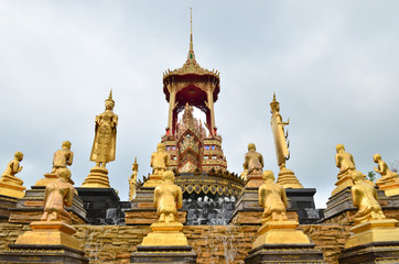 Golden buddha statues in Thai temple