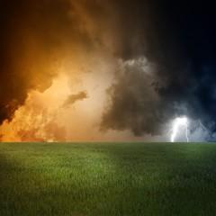 Fototapete - Green field, dark sky