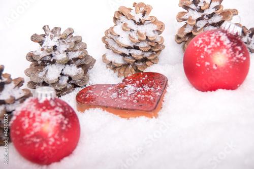 Herz Rot Weihnachtsdeko Christbaumkugeln Tannenzapfen Stock Photo