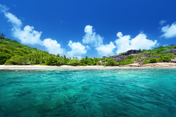 Foto auf Leinwand Tropical strand beach and perfect sunny day, Seychelles