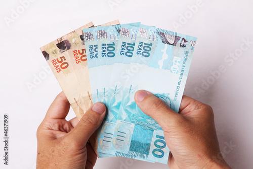 Resultado de imagem para fotos de dinheiro na mão