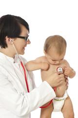 Female doctor with toddler - Ärztin mit Kleinkind