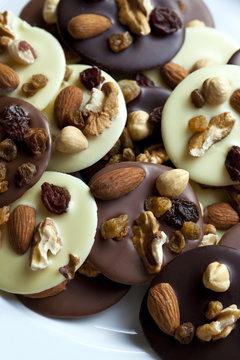 Mendiant, chocolat, friandise, confiserie, fruits secs
