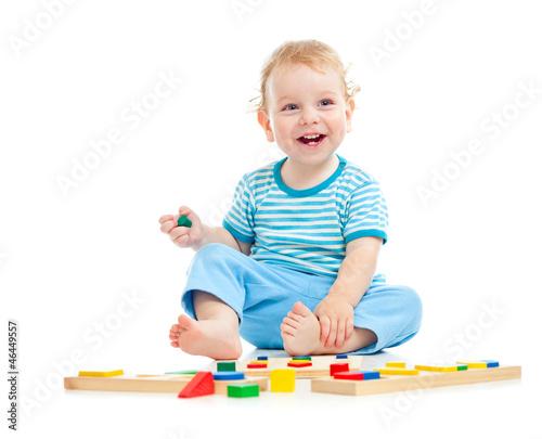 дети 3 лет на белом фоне