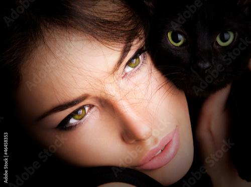 девушка котенок лицо взгляд  № 3597599 загрузить