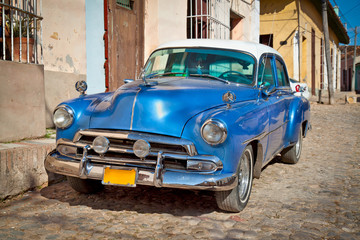 Printed kitchen splashbacks Cars from Cuba Classic Chevrolet in Trinidad, Cuba.