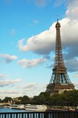 Tour Eiffel con delle nuvole, Parigi, Francia