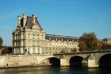 Il Museo del Louvre e la Senna, Parigi, Francia