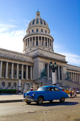 Photo sur Aluminium Voitures de Cuba Traffic on Old Havana. Capitolio, Cuba