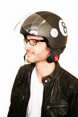 Fototapete - Motorradfahrer mit aufgesetzem Helm