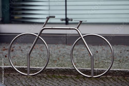 fahrradst nder aus edelstahl stockfotos und lizenzfreie. Black Bedroom Furniture Sets. Home Design Ideas