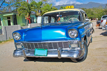 Photo sur Aluminium Voitures de Cuba Classic Chevrolet on January 20,2010 in Santiago de Cuba.