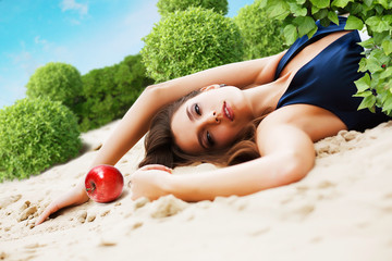 woman with red apple Fotomurales