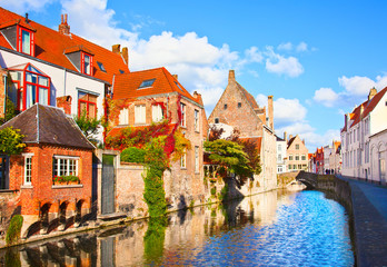 Door stickers Bridges Beautiful view of a canal and , bridge, red roofs in Bruges, Bel