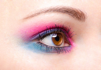 Pink-blue eye make-up