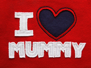 Patchwork 'I love mummy' on the red fabric