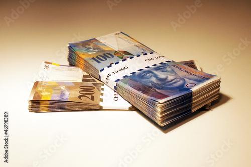 100 und 200 schweizer franken scheine mit banderole stockfotos und lizenzfreie bilder auf. Black Bedroom Furniture Sets. Home Design Ideas