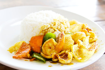 Fried seafood with curry powder