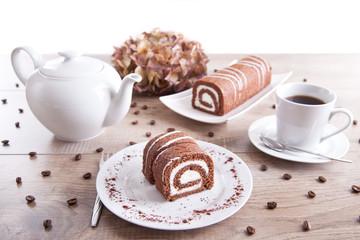 Kaffee trinken / Schokolade-Biskuitrolle