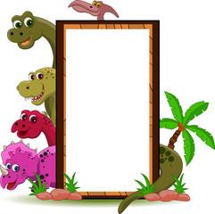 Photo sur Plexiglas Dinosaurs funny dinosaur cartoon with blank sign