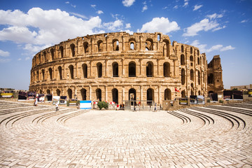 Foto auf Leinwand Tunesien Ruins of the largest colosseum in in North Africa. El Jem,Tunisi