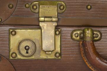 ancienne serrure de valise