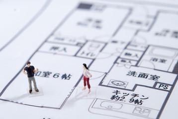 家を建てる夫婦