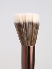 Stippling brush for make-up