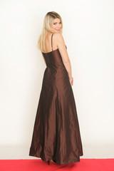 Glamouröse Frau im Abendkleid