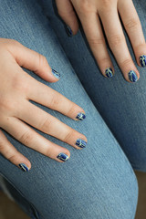 Poster Afrique du Sud Teenager Hände mit lackierten Fingernägeln