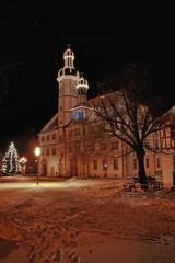 Rathaus von Eisenberg im Schnee