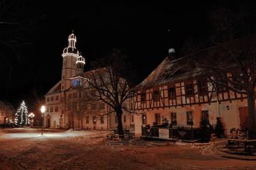 Rathaus von Eisenberg im Advent